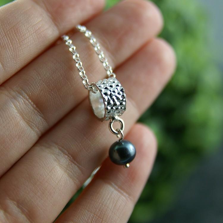 Pendentif Baril avec perle noire