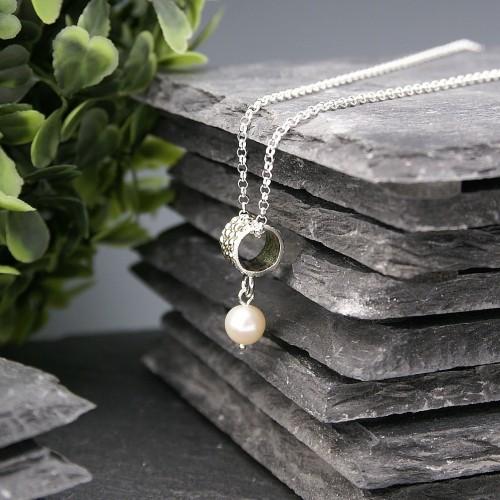 Pendentif Baril avec perle blanche